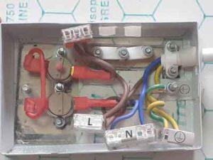 Boitier de connexion arrière d'un radiateur en pierre naturelle